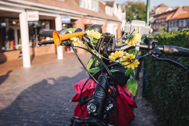 Fahrrad mit Blumen auf Langeoog (Wittmund, Niedersachsen)